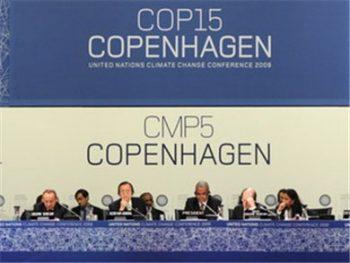 Réunion plénière de la Conférence des Nations Unies sur le changement climatique 19/12. (Photo: AFP / VNA)